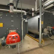 Котельная оборудованная котлами и горелками Riello для отопления около 25 000 квадратных метров теплиц и 5000 квадратных метров офисов и складов. Котел имеет выходную мощность 4600 кВт.