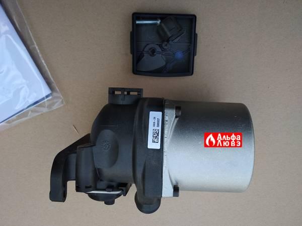 Циркуляционный насос Grundfos UPS15-50 A0-AC-BC P-N 59945526 Beretta R10027571 с открученной крышечкой (вид сбоку)